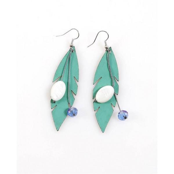 Χειροποίητα σκουλαρίκια με δερμάτινα φύλλα σε τυρκουάζ χρώμα