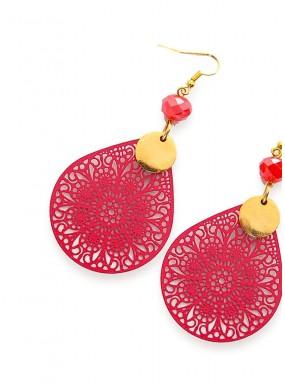 Σκουλαρίκια με laser-cut φιλιγκρέ σε κόκκινο χρώμα.